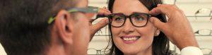 Brillenauswahl bei Ernst